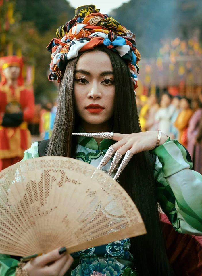 Hoang Thuy Linh hoa than A Mi anh 8