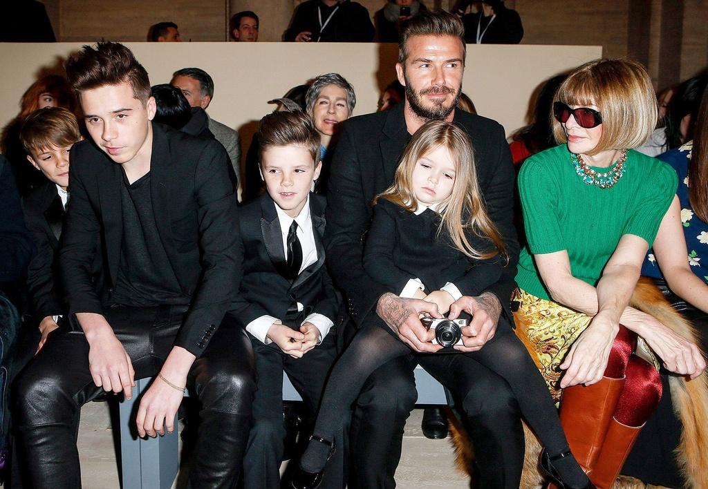 David Beckham va cac con mac gi khi ngoi hang dau show thoi trang? hinh anh 7 VIC13.jpg