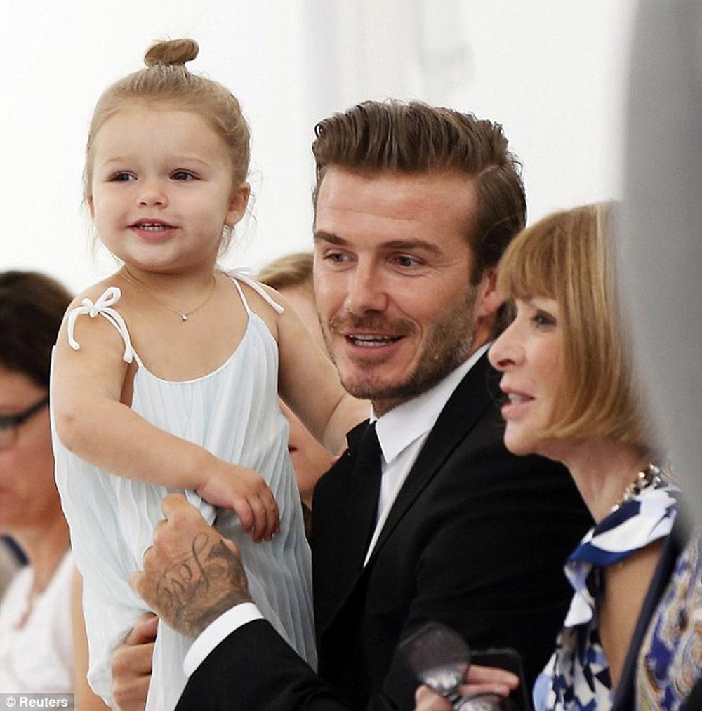 David Beckham va cac con mac gi khi ngoi hang dau show thoi trang? hinh anh 8 VIC15.jpg