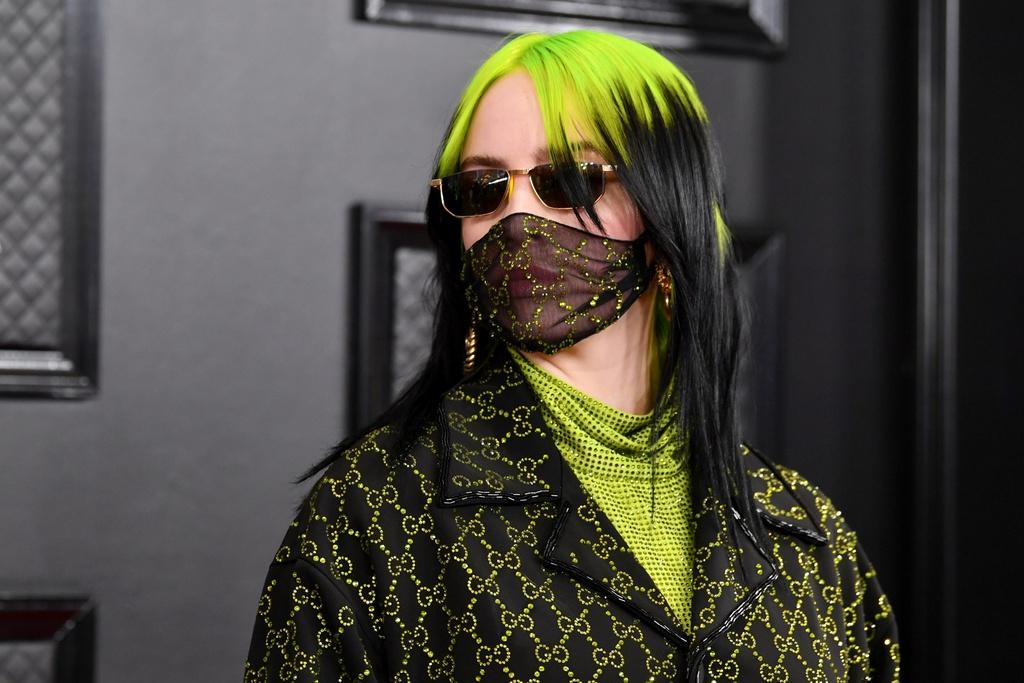Gucci, Fendi ban khau trang doc la, gia vai trieu dong van chay hang hinh anh 1 FACEAVA.jpg