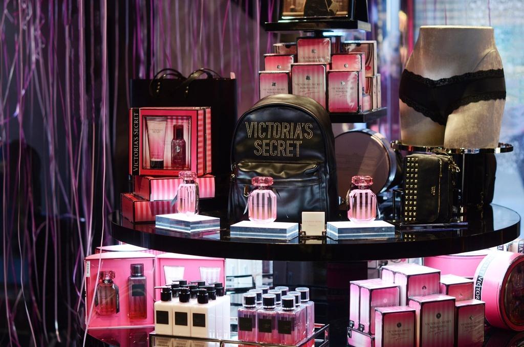 Chu tich tu chuc, tuong lai nao cho hang noi y Victoria's Secret? hinh anh 1 VIC11.jpg