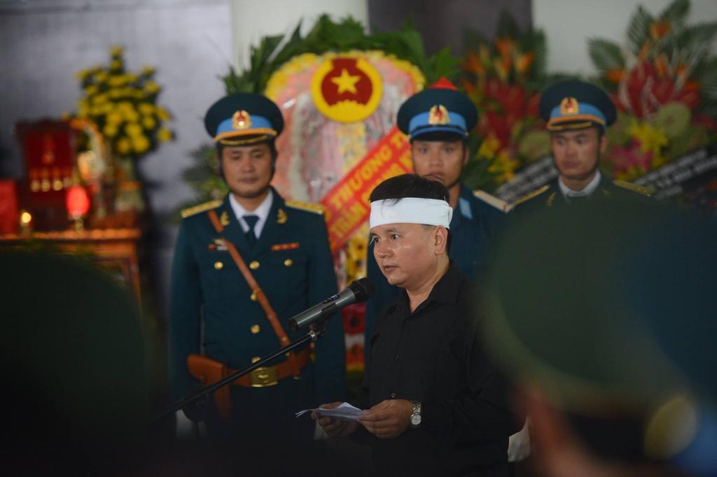 Hinh anh xuc dong trong dam tang phi cong Tran Quang Khai hinh anh 8
