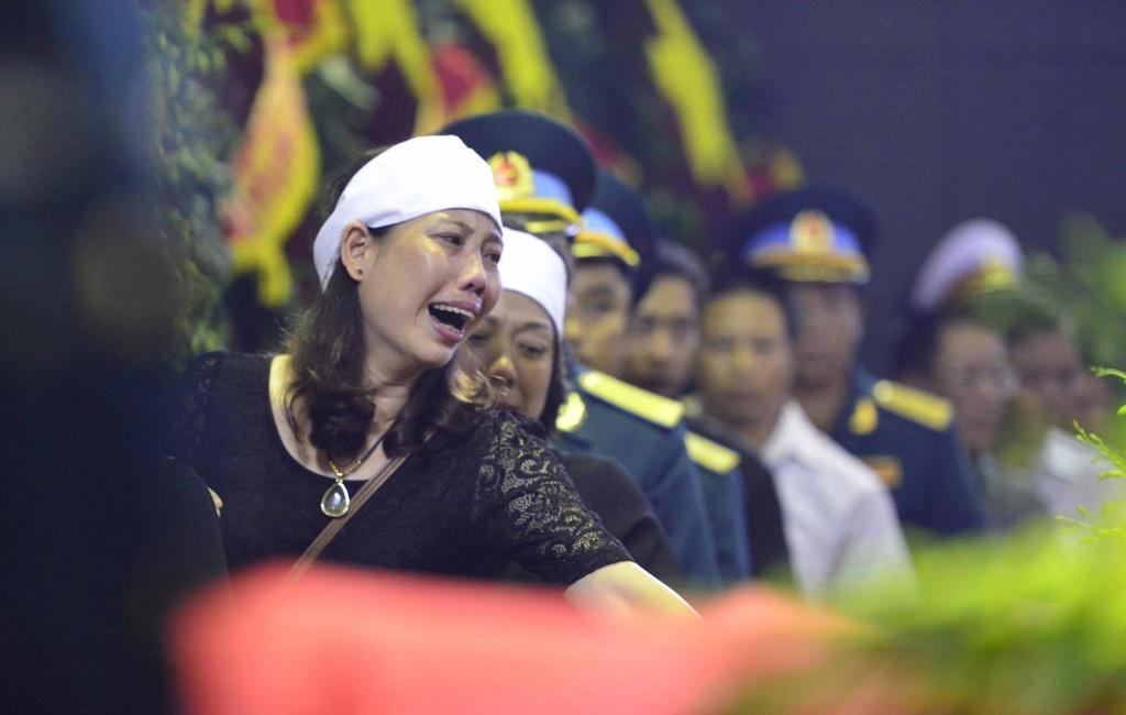 Khan tang nhuom trang nha tang le Bo Quoc phong hinh anh 9