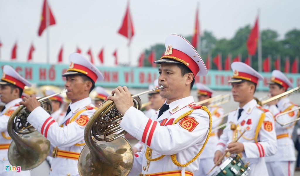 Dai bieu Quoc hoi vieng Chu tich Ho Chi Minh hinh anh 2