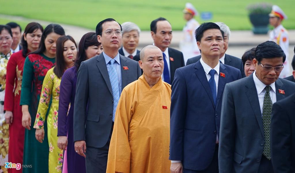 Dai bieu Quoc hoi vieng Chu tich Ho Chi Minh hinh anh 8