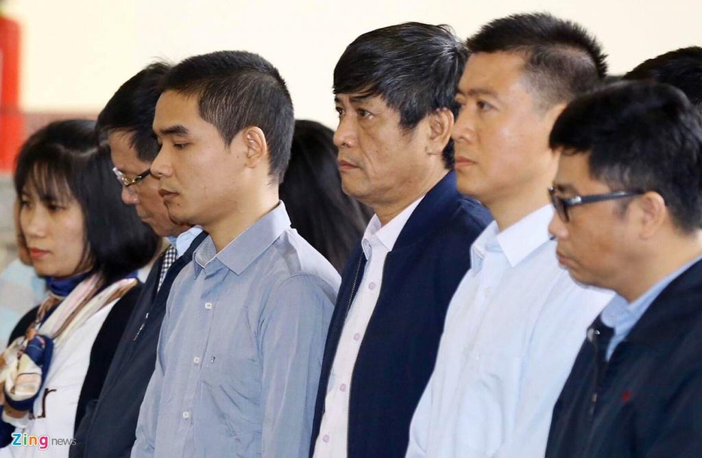Cuu trung tuong Phan Van Vinh cui mat vao phong xu an hinh anh 11