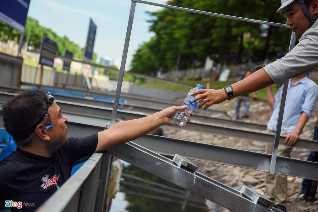 Nguoi Ha Noi ngo ngang khi chuyen gia Nhat Ban tam tren song To Lich hinh anh 6