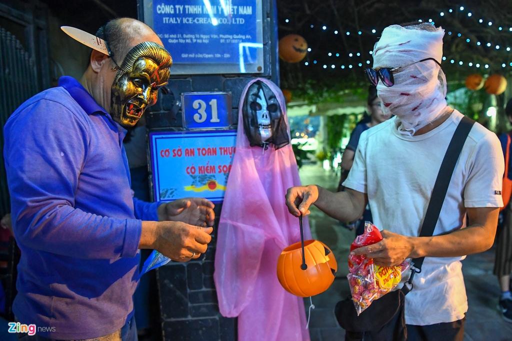 Khong khi Halloween som o Ha Noi hinh anh 11