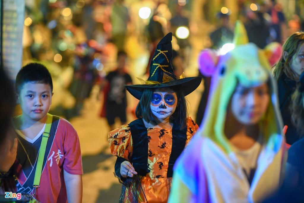 Khong khi Halloween som o Ha Noi hinh anh 3