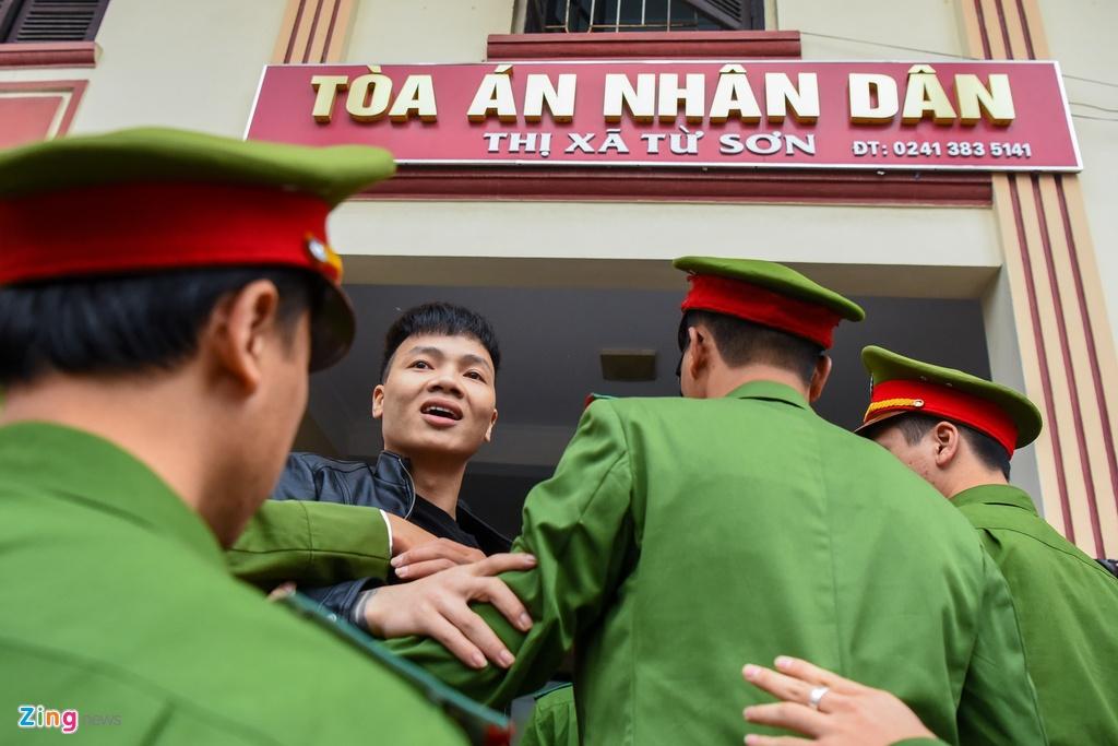 Kha 'Banh' hoi han, hua lam cong dan tot hinh anh 1