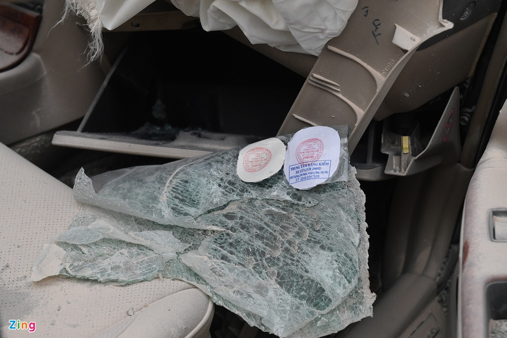 Tai xe thoat chet, chiec Toyota Camry vo nat sau khi tong xe tai hinh anh 5 tai_nan_zing_5_.jpg