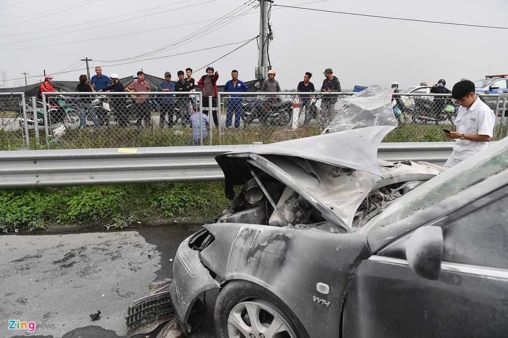 Tai xe thoat chet, chiec Toyota Camry vo nat sau khi tong xe tai hinh anh 8 tai_nan_zing_8_.jpg
