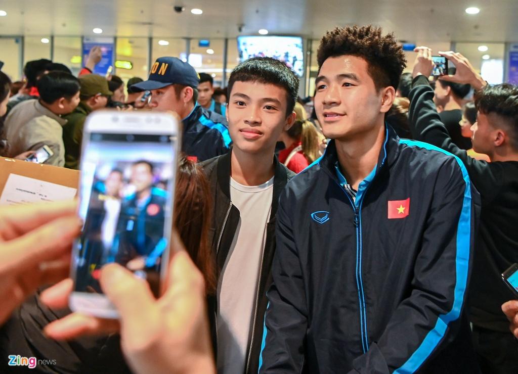 U23 Viet Nam duoc nguoi ham mo chao don sau that bai hinh anh 3 3_zing.jpg