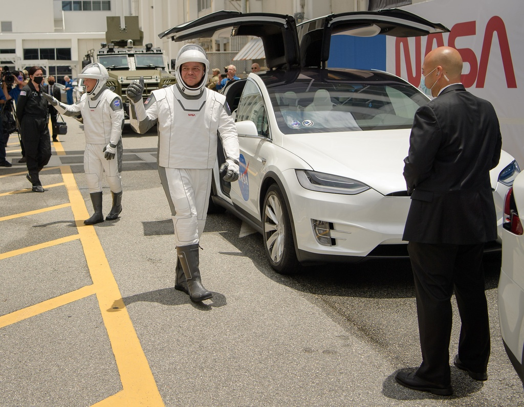 bo giap phi hanh gia,  bo giap cua SpaceX,  bo giap cua Elon Musk anh 3