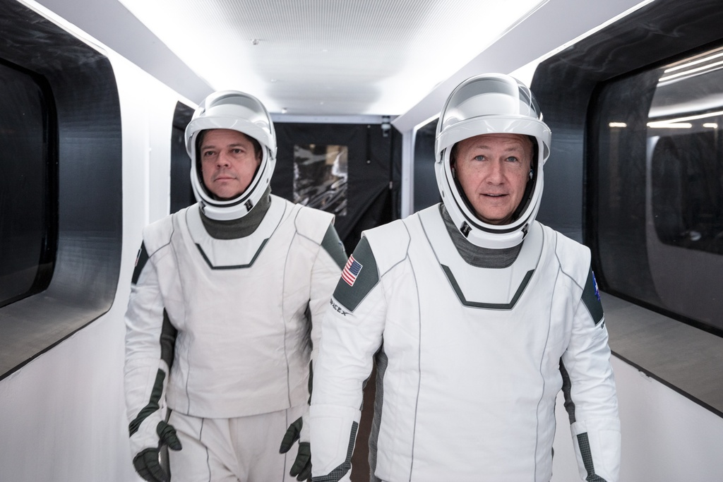 bo giap phi hanh gia,  bo giap cua SpaceX,  bo giap cua Elon Musk anh 2