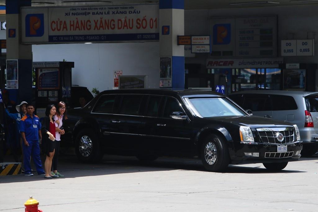 Tong thong Obama da mua nhung gi tai Viet Nam? hinh anh 2