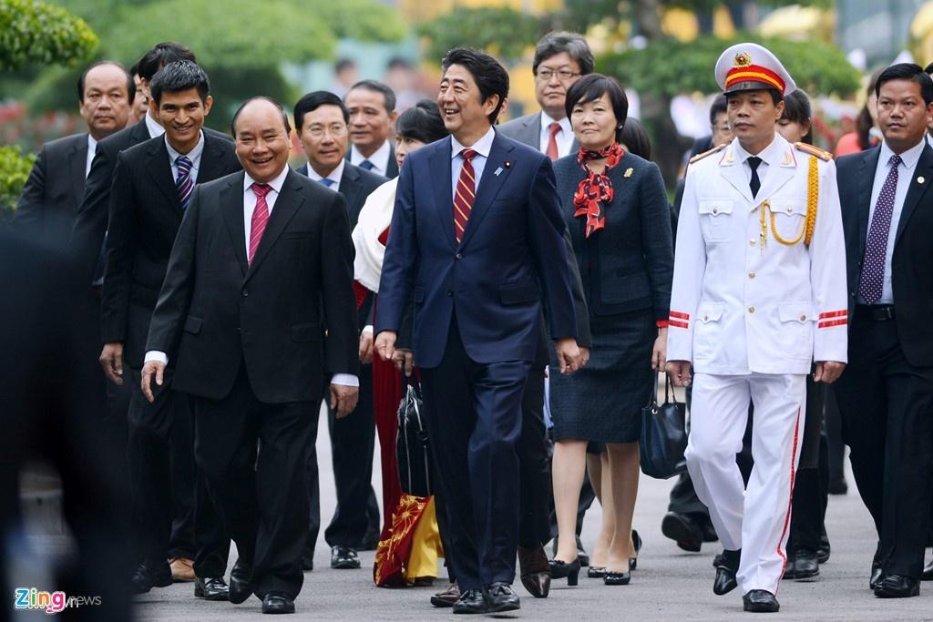 Abe tham Viet Nam anh 4