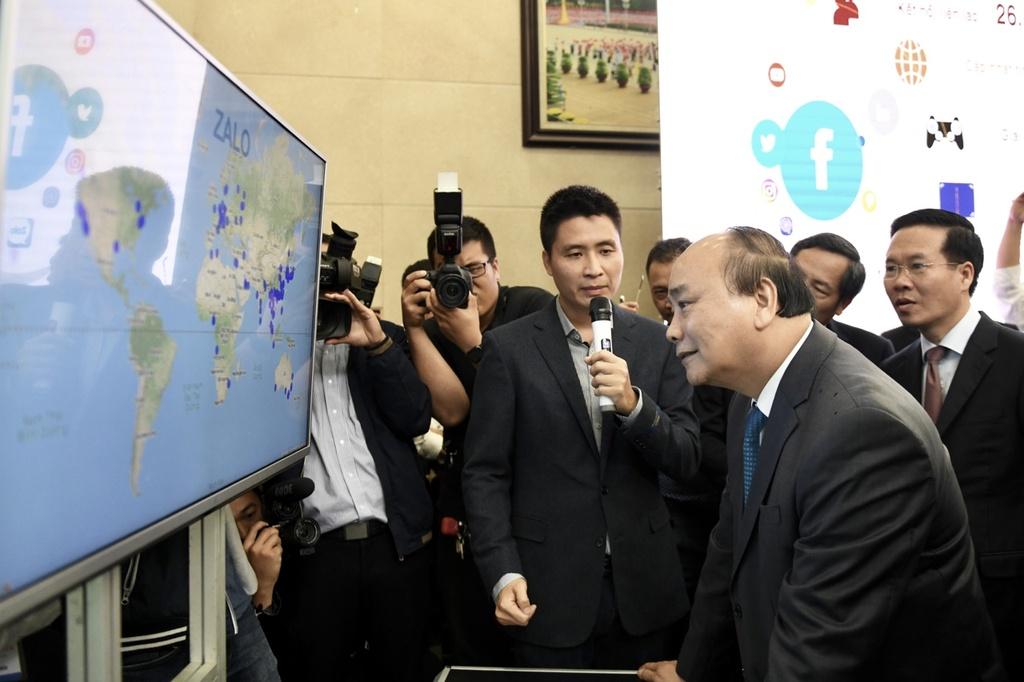 Bo truong Nguyen Manh Hung anh 2