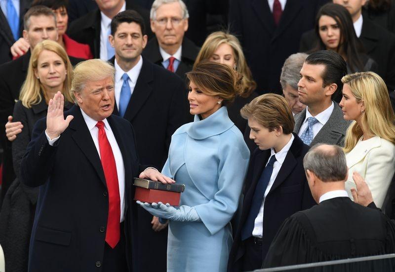 Toan van phat bieu nham chuc day cam xuc cua Donald Trump hinh anh 2