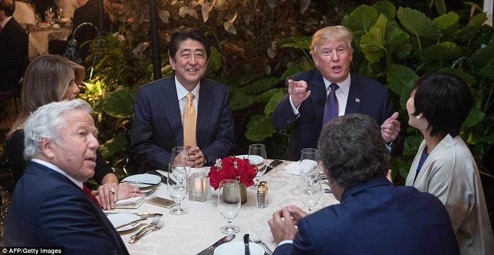 Cuoi tuan thanh thoi cua ong Trump va thu tuong Nhat hinh anh 8