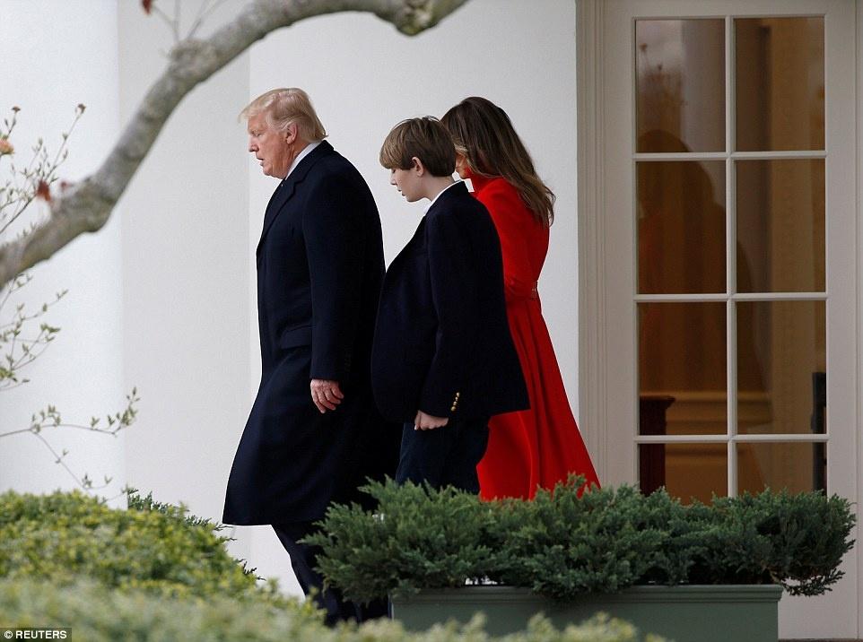 Barron Trump banh bao trong lan dau tien xuat hien tai Nha Trang hinh anh 1