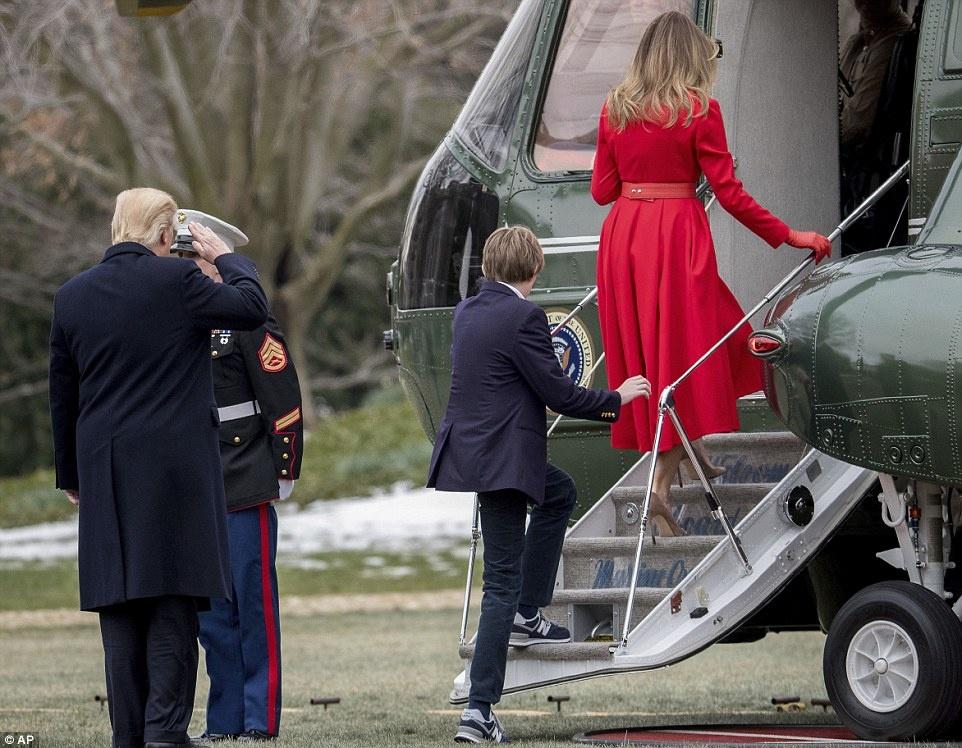 Barron Trump banh bao trong lan dau tien xuat hien tai Nha Trang hinh anh 4