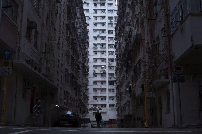 Nguoi ngheo o Hong Kong chat vat trong 'nha quan tai' hinh anh 2
