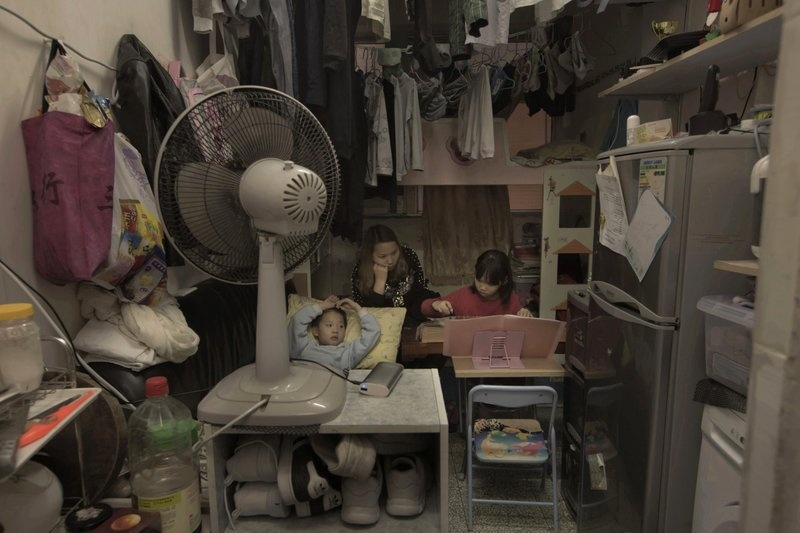 Nguoi ngheo o Hong Kong chat vat trong 'nha quan tai' hinh anh 3