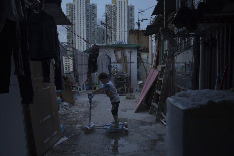 Nguoi ngheo o Hong Kong chat vat trong 'nha quan tai' hinh anh 8