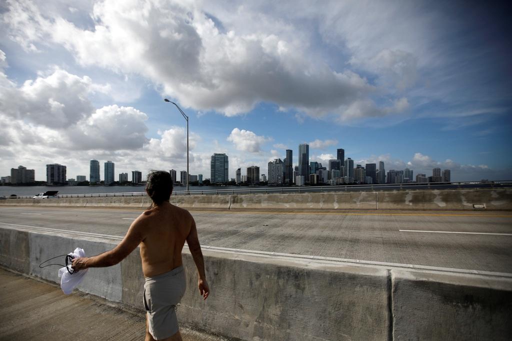 5,6 trieu nguoi phai so tan, Florida hoang vang truoc bao Irma hinh anh 2