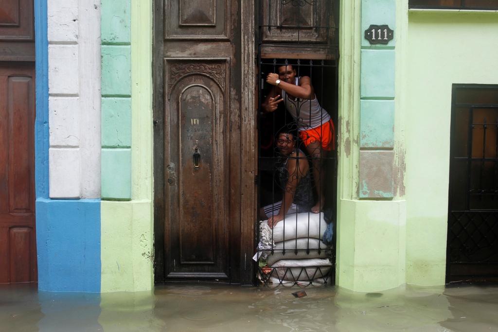 Thu do cua Cuba chim trong bien nuoc sau sieu bao Irma hinh anh 7