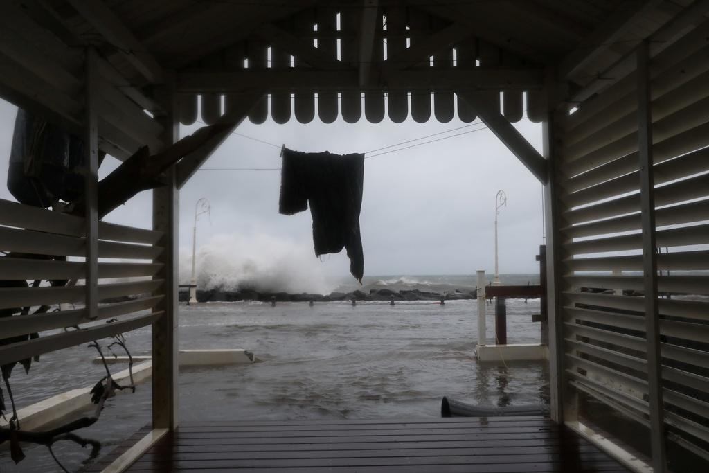 'Ac mong' Irma chua qua, dan Caribe lai don sieu bao Maria hinh anh 5