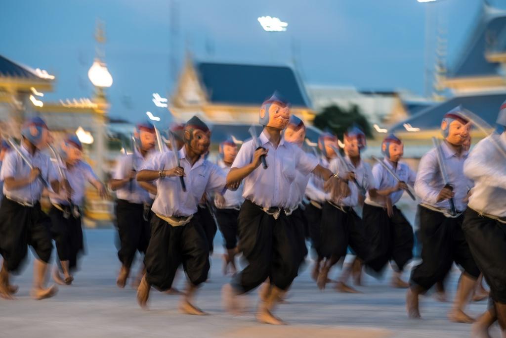 Nguoi Thai doi mua xem tap duot le hoa tang Vua Bhumibol hinh anh 3