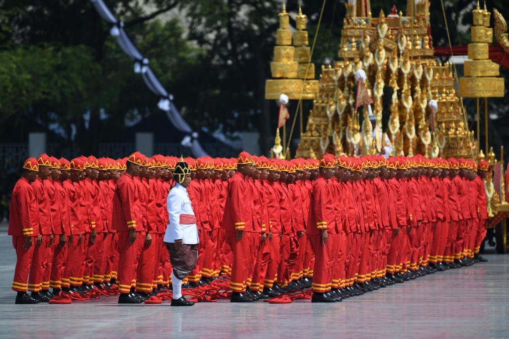 Linh cuu Vua Bhumibol duoc dua den dai hoa tang dat vang hinh anh 7