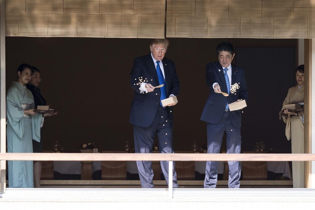 TT Trump gap Nhat hoang, cung Thu tuong Abe cho ca an hinh anh 2
