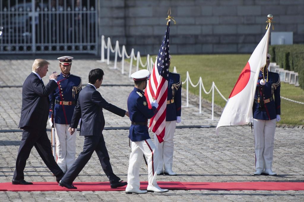 TT Trump gap Nhat hoang, cung Thu tuong Abe cho ca an hinh anh 1