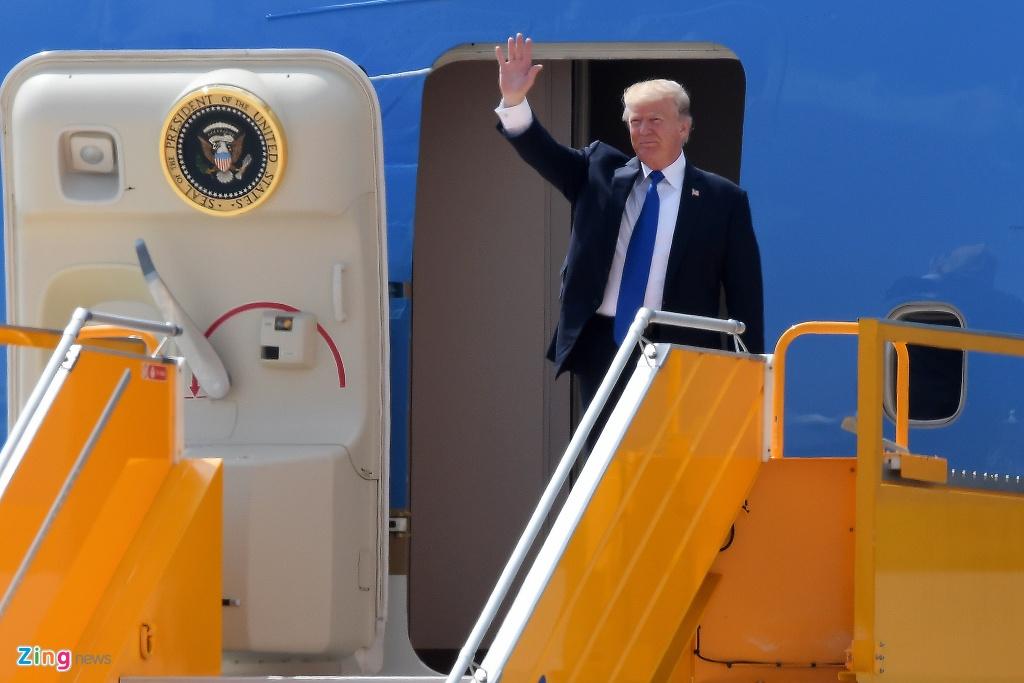 Air Force One dua Tong thong Trump den Da Nang hinh anh 1