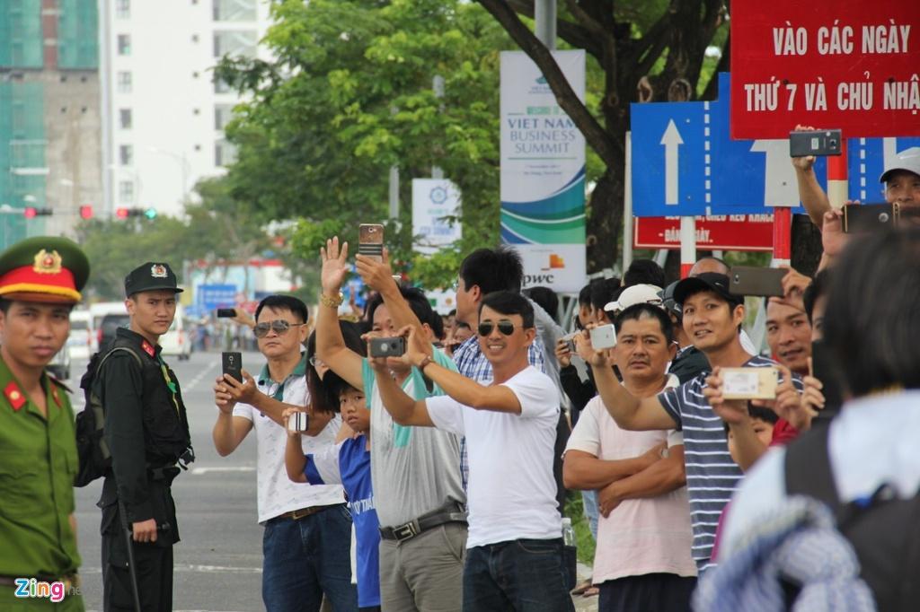 Air Force One dua Tong thong Trump den Da Nang hinh anh 16