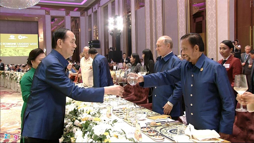 Chu tich nuoc Tran Dai Quang chu tri tiec chieu dai lanh dao APEC hinh anh 19