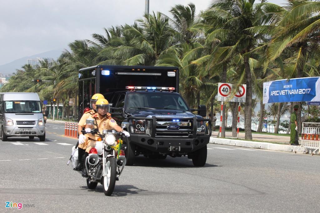 Doan xe cua Tong thong Trump tren duong pho Da Nang hinh anh 8