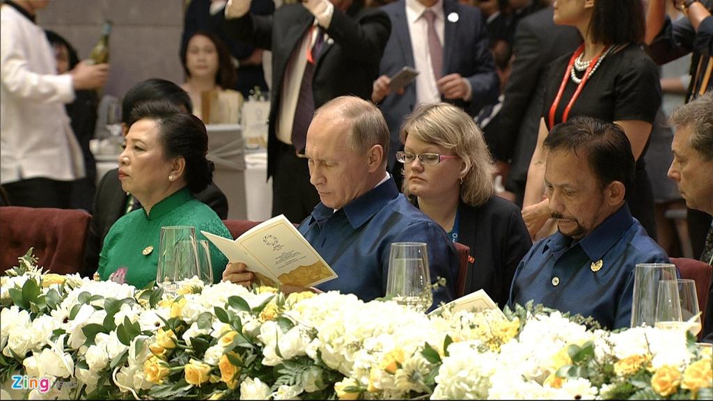 Chu tich nuoc Tran Dai Quang chu tri tiec chieu dai lanh dao APEC hinh anh 14