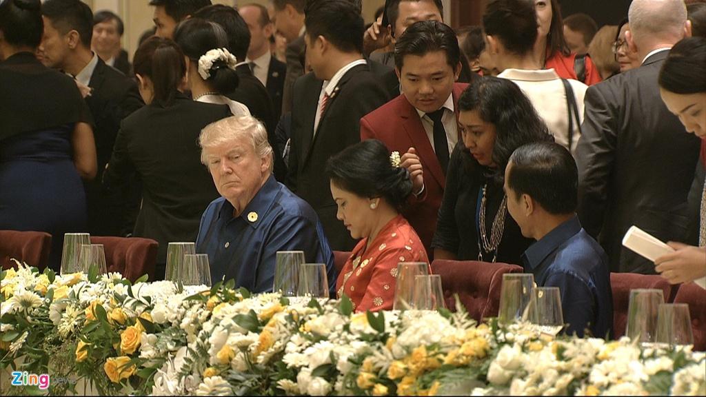 Chu tich nuoc Tran Dai Quang chu tri tiec chieu dai lanh dao APEC hinh anh 11