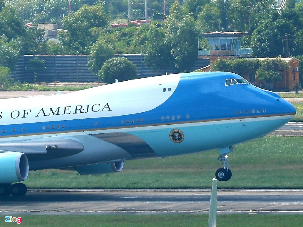 Air Force One dua Tong thong Trump den Da Nang hinh anh 21