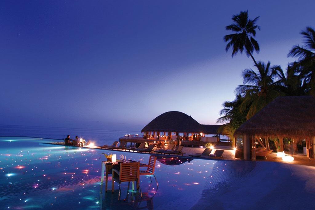 Lạc vào thế giới vô cực với những bể bơi sang chảnh nhất hành tinh - Ảnh 1