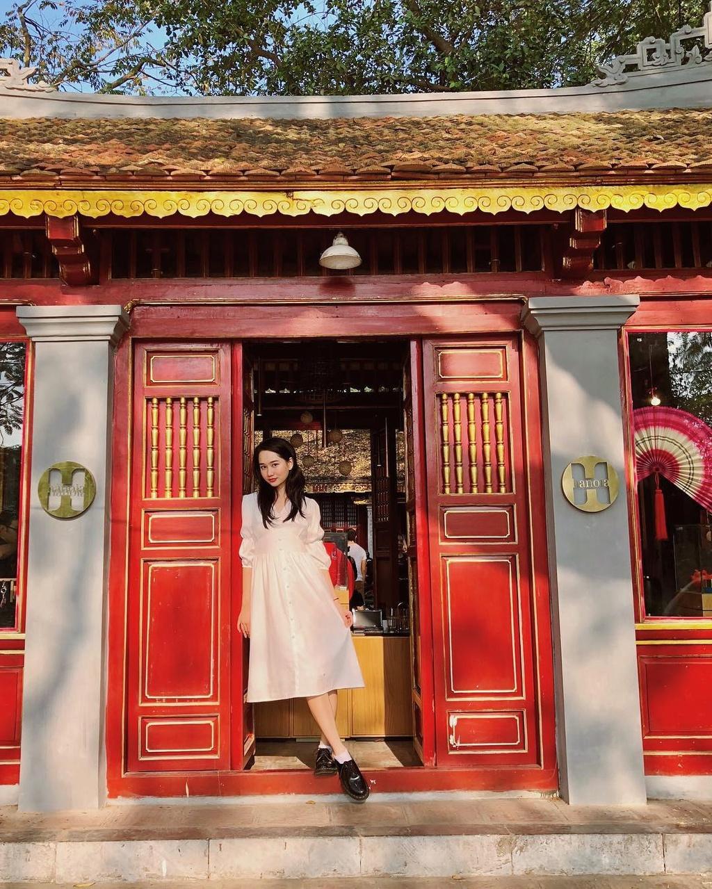 Ha Lan 'Mat biec' chuong style nang tho, Hong thich kieu truong thanh hinh anh 4 51287975_1971719706259836_1549029419453550623_n.jpg