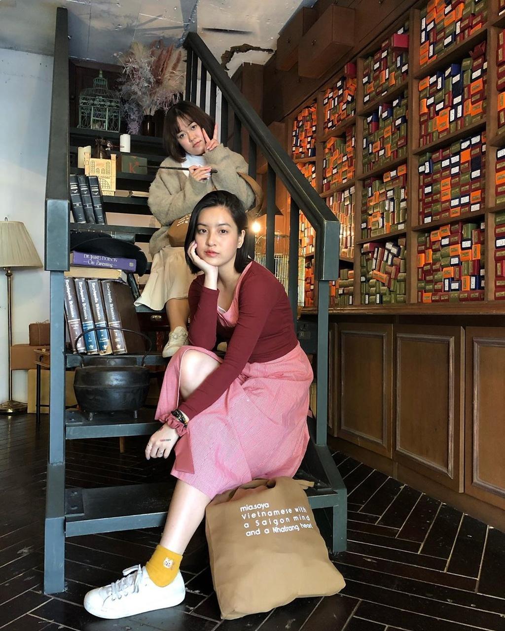 Ha Lan 'Mat biec' chuong style nang tho, Hong thich kieu truong thanh hinh anh 19 71187008_573460119859927_1126452701143851774_n.jpg