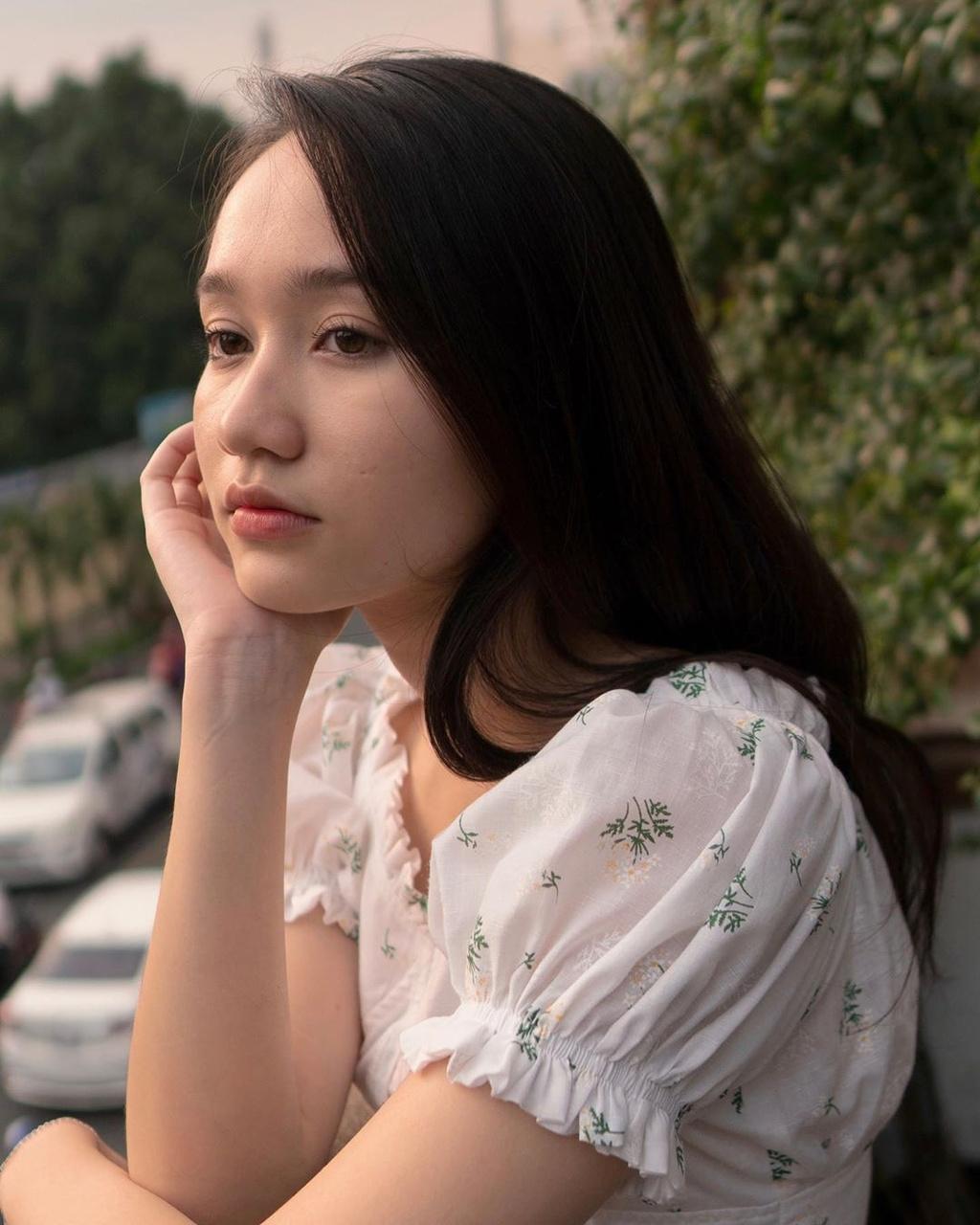 Ha Lan 'Mat biec' chuong style nang tho, Hong thich kieu truong thanh hinh anh 5 72160939_191411982025760_2142945960990395954_n.jpg