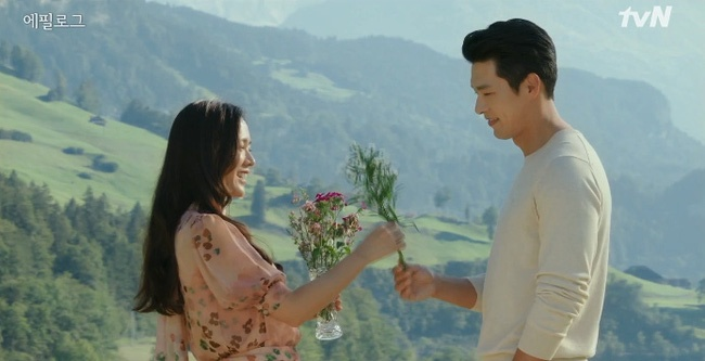 Loat do hieu gia nghin USD cua Son Ye Jin trong phim 'Ha canh noi anh' hinh anh 2 crash.jpg