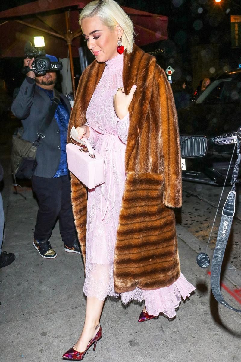 Ba bau Katy Perry da mac do the nao de che bung to? hinh anh 7 k5.jpg