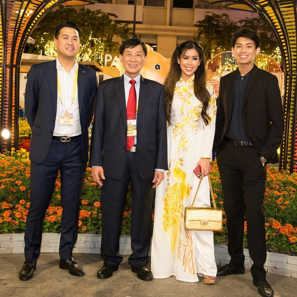 Tien Nguyen toan deo tui hang hieu, co chiec Chanel ca sau 40.000 USD hinh anh 4 t5.jpg